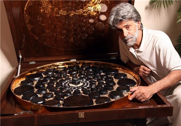 اهدای قرآن سنگی به موزه امیرالمومنین(ع) +عکس