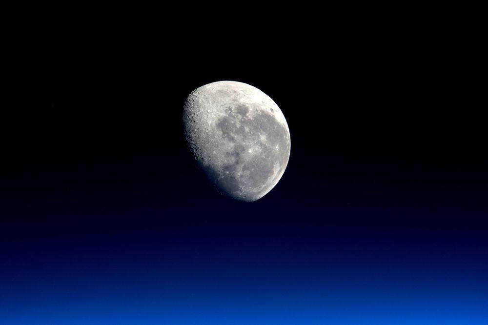 تماشای غروب ماه از ایستگاه فضایی بین المللی - ناسا