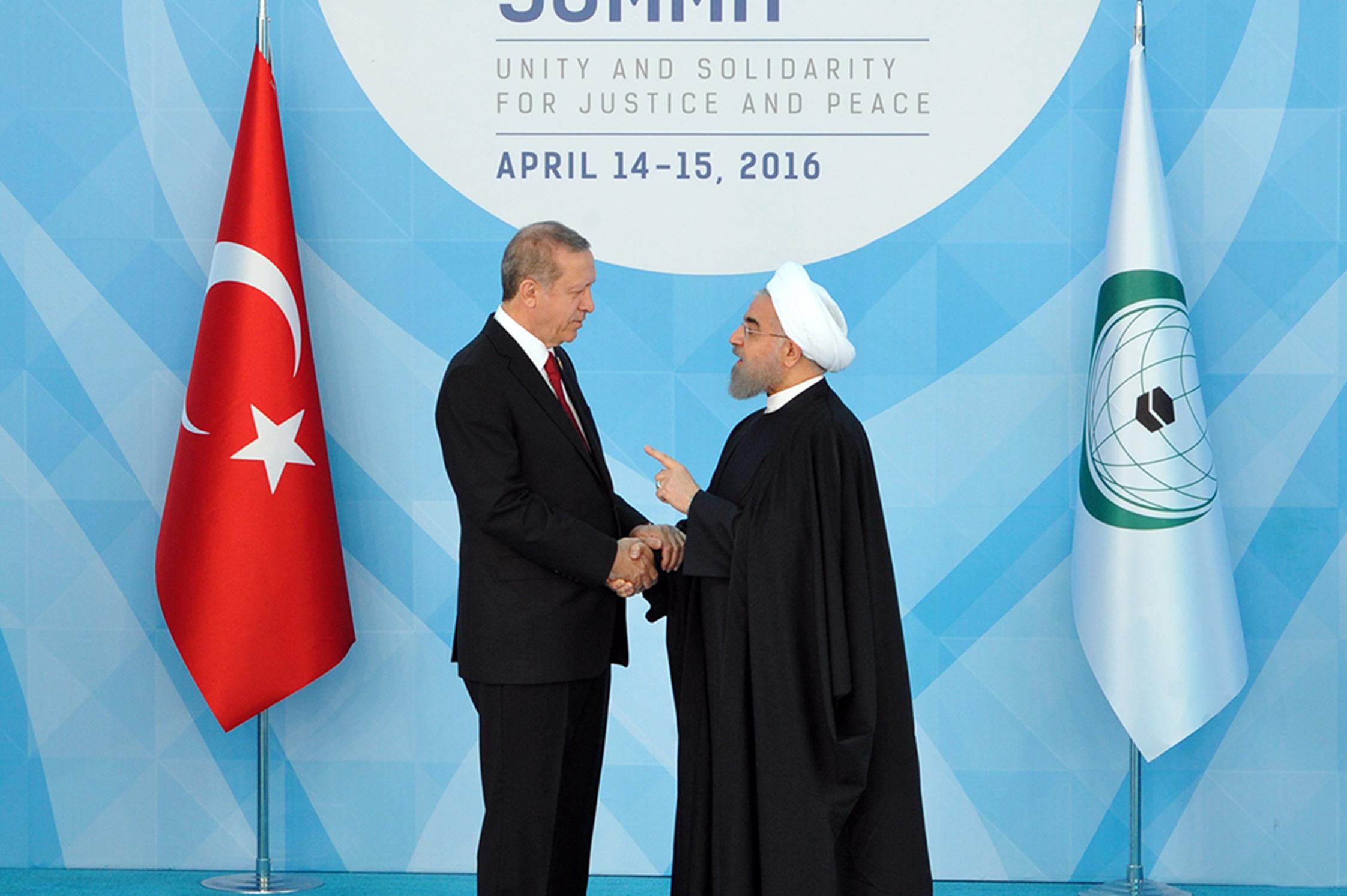 ماجرای عکس دکتر روحانی در دیدار با اردوغان که خبرساز شد / ژست پدر و پسری روحانی و اردوغان