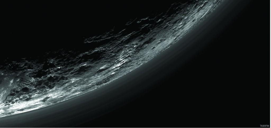 عکسی از لایه های غبار اطراف سیاره پلوتون - ناسا