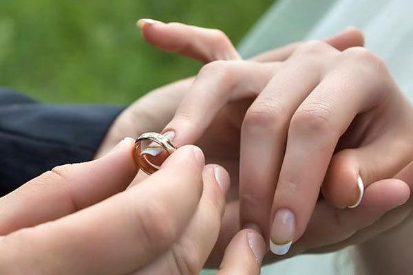افرادی که ازدواج میکنند کمتر در معرض حمله قلبی قرار می گیرند