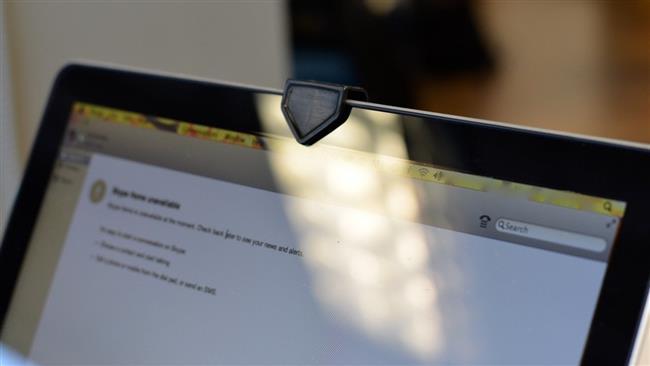 دلیل چسب زدن به دوربین لپ تاپ چیست؟