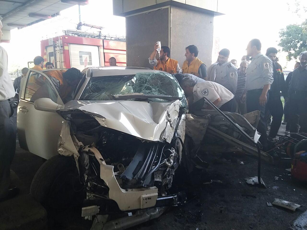 برخورد سواری با ستون پل / تلاش ۷۰ دقیقه ای اورژانس و آتشنشانی تبریز، برای نجات مصدوم