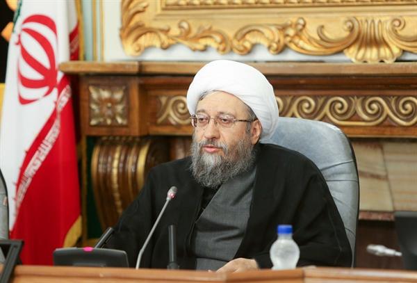 لاریجانی: ۱۲۰ متهم مفاسد اقتصادی اخیر در بازداشت هستند/ آمریکا دیگر نمی تواند ۲۸ مرداد را در ایران تکرار کند