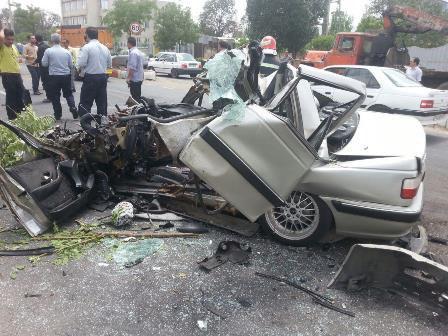 مصدومیت ۵ نفر در حادثه برخورد شدید دو دستگاه خودرو پرشیا و خاور + تصاویر