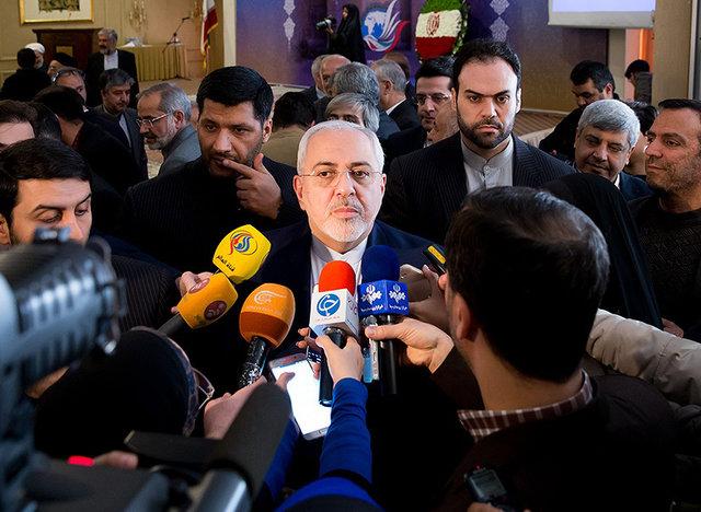 ظریف: عدم صدور ویزا برای من، نشانه ورشکستگی دولت آمریکاست/متحدین منطقهای آمریکا باید یک تصمیم بگیرند؛ آیا هنوز می خواهند امنیت خود را وامدار آمریکا باشند؟