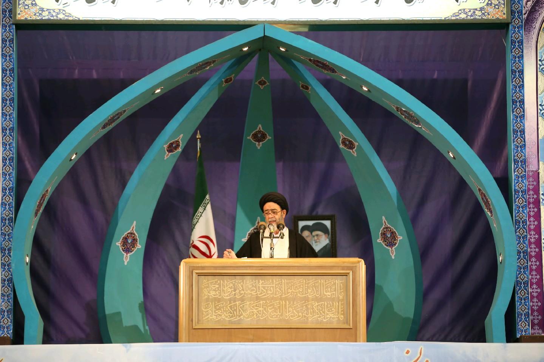 تاکید جدی امام جمعه تبریز برای حل مشکلات کامیون داران/ رای دادگاه لاهه حقانیت ایران و ظالمانه بودن تحریمها را ثابت کرد