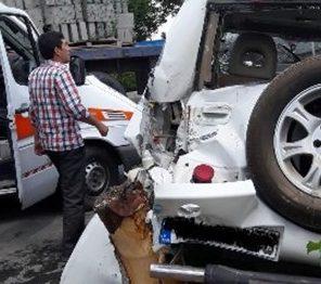 برخورد خودرو ام وی ام با رفیوژ میانی در مسیر فرودگاه تبریز با ۳ مصدوم