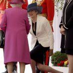 ژست عجیب ترزا می در مقابل خانواده سلطنتی +عکس