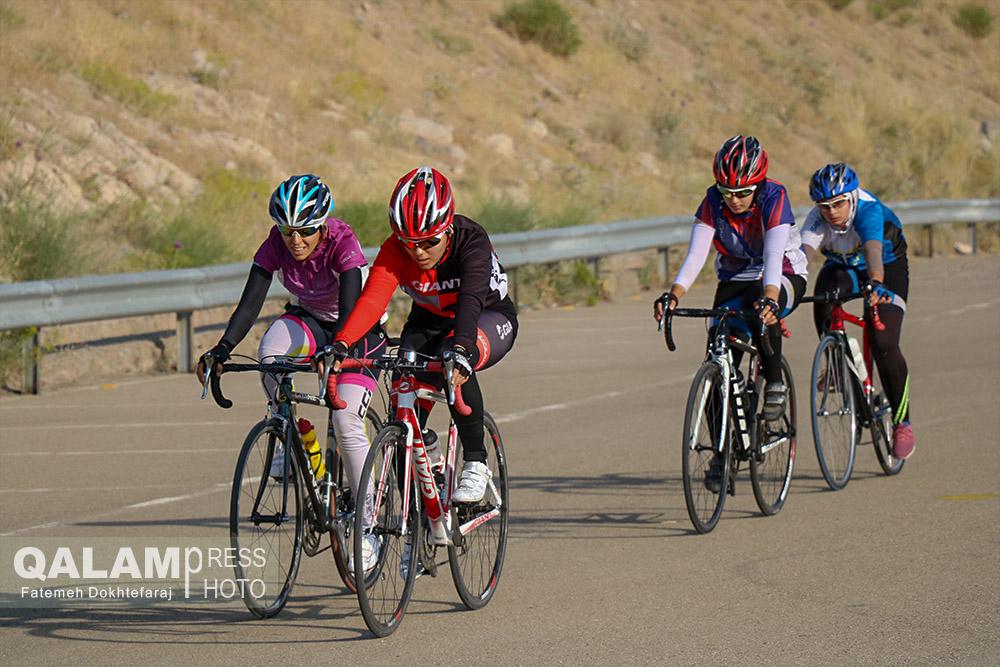 مسابقه ی دوچرخه سواری بانوان در تبریز + گزارش تصویری