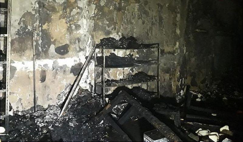 مهار آتش سوزی در انبار کفش بازار تبریز