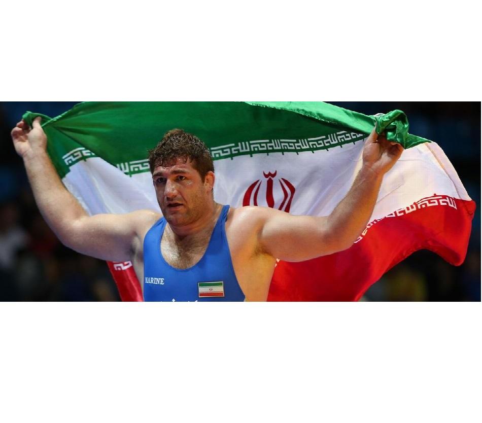 پرویز هادی مدال طلای بازیهای آسیایی را بر گردن آویخت