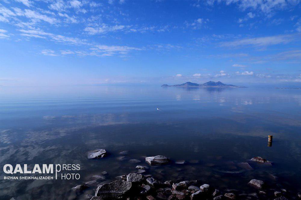 حجم آب دریاچه ارومیه از ۵ میلیارد مترمکعب گذشت/ افزایش امید و نشاط در جامعه با احیای دریاچه