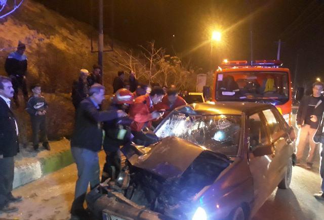 برخورد دو دستگاه  کامیون و پراید در جاده وادی رحمت سه  مصدوم بر جای گذاشت