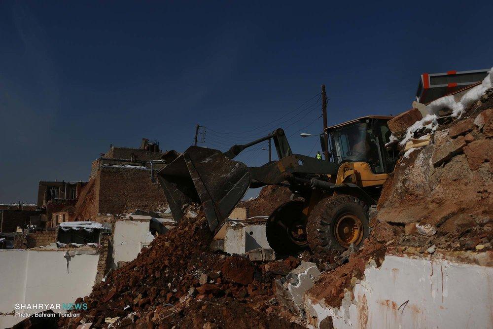 خانه های تملک شده در مناطق حاشیه نشین نیایش تخریب و آواربرداری شد
