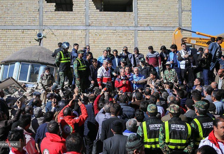 سخنرانی ترکی سخنگوی دولت در جمع مردم منطقه زلزله زده آذربایجان شرقی