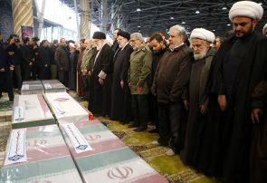 رهبر انقلاب بر پیکر شهیدسلیمانی و یاران مجاهد او اقامه نماز کردند