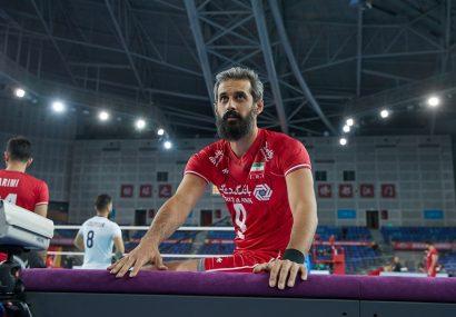 حضور ملیپوشان والیبال با مچبند مشکی در دیدار با چین