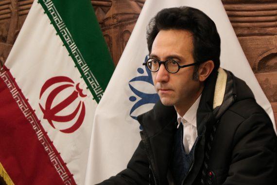 اعتراض عضو شورای شهر تبریز به استفاده شخصی از بیلبوردها و نحوره برخورد دفاتر پیشخوان با مردم/ فیلم
