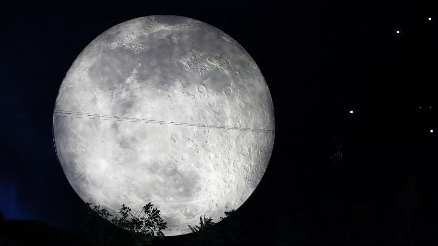 فوران سالانه ۲۰۰ تن آب بر اثر برخورد شهاب واره ها با کره ماه