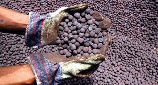 تولید آهن اسفنجی در دست چند خانواده است