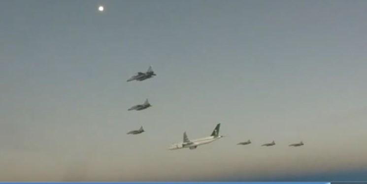 هواپیمای ولیعهد سعودی با اسکورت ۶ جنگنده وارد پاکستان شد + فیلم