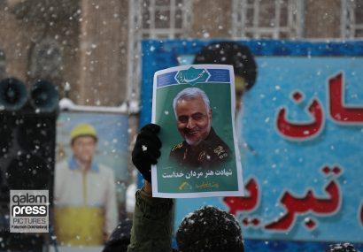 مردم تبریز زیر بارش برف شدید، ۲۲ بهمن تماشایی را به جهانیان نشان داد