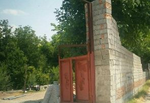مستحدثات غیرمجاز رییس شورای شهرآذرشهر تخریب شد